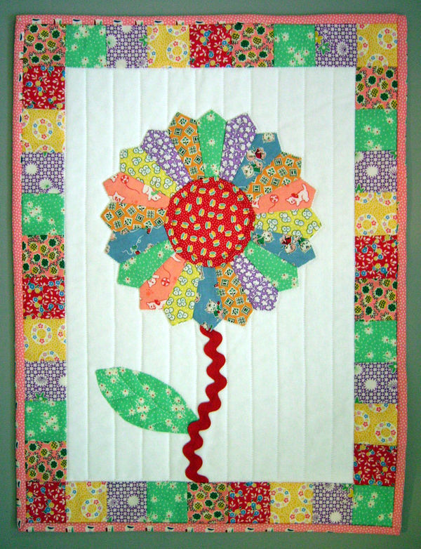 Dresden Quilt Patterns Free : Dresden Flower Mini Quilt