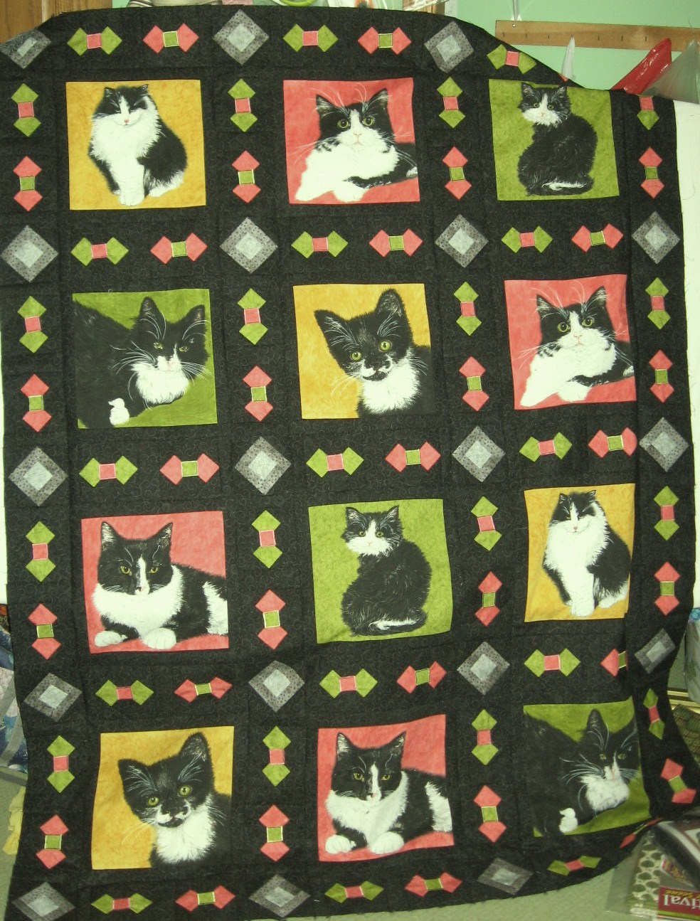 Name:  Tuxedo Cat Quilt 003.JPG