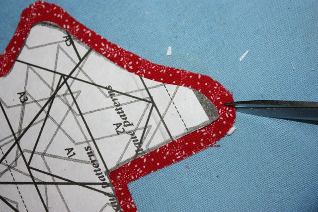Name:  Applique Tute Clipping the Seam Allowance for TX#7.jpg