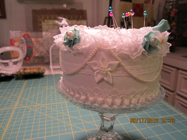 Name:  cake pincushion 002.JPG