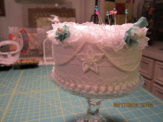 Name:  cake pincushion 002.JPG Views: 105 Size:  98.1 KB