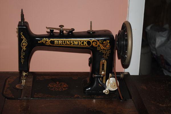 Vintage Vs Antique >> ISO Parts - Brunswick VS Sewing Machine