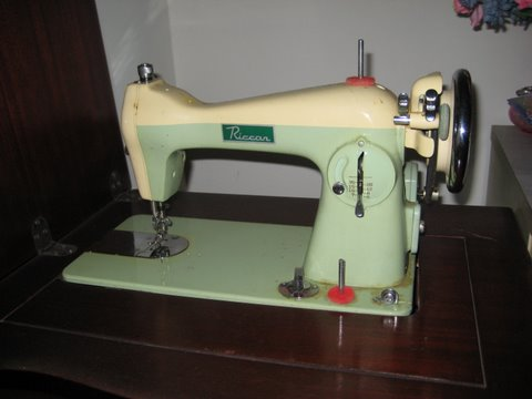 to thread a vintage sewing machine
