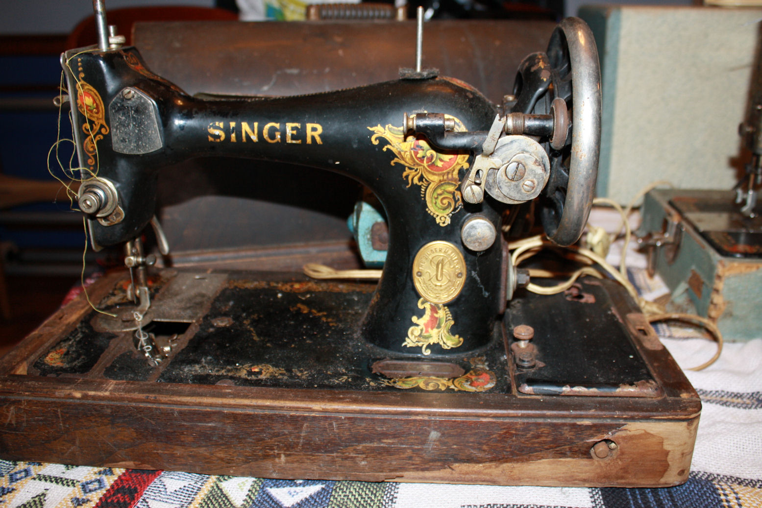 Vintage Sewing Machine Shop Machine Photos Page 14