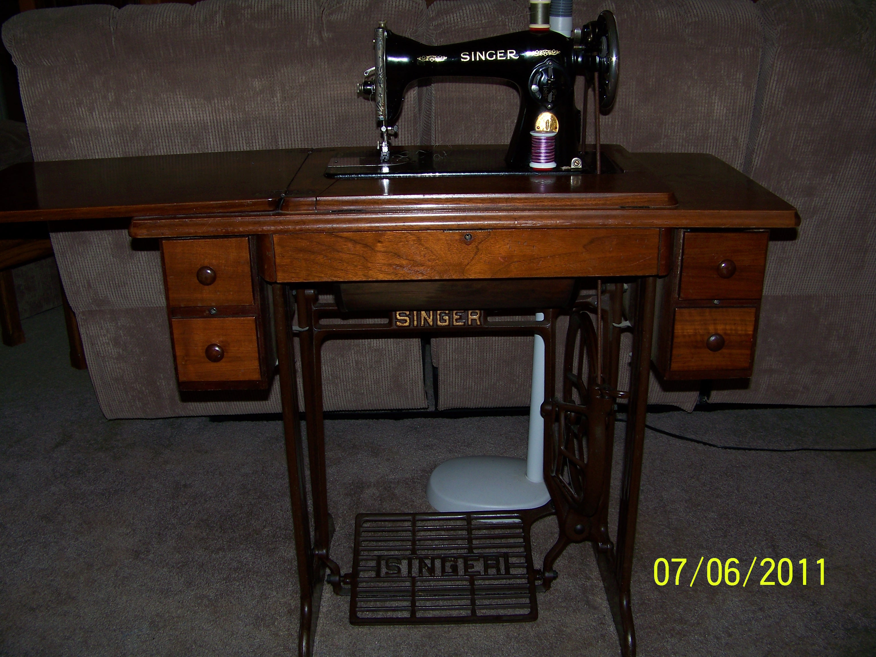 Name:  15-88 treadle and cabinet 1939.JPG