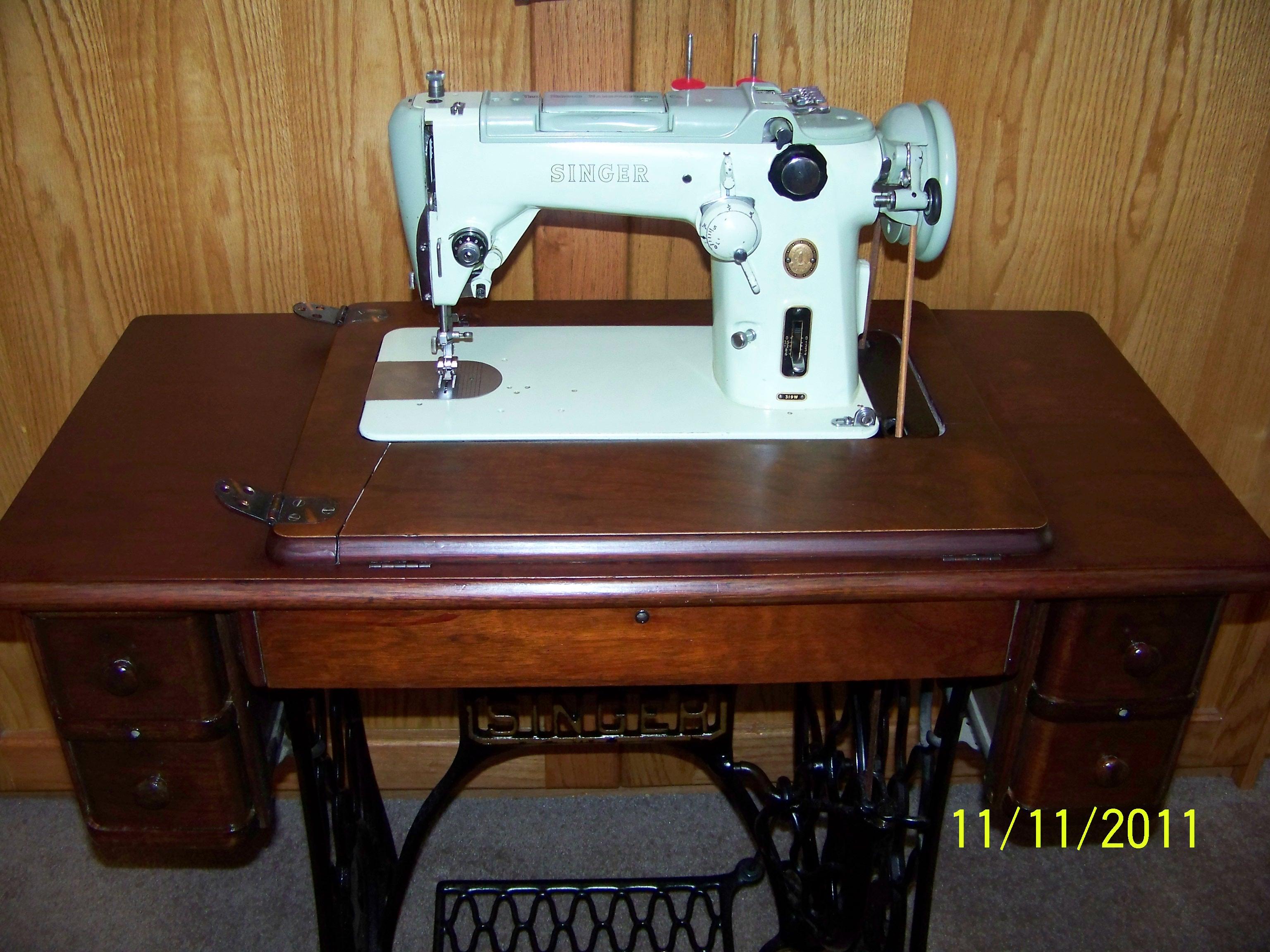Vintage Sewing Machine Shop Machine Photos - Page 15