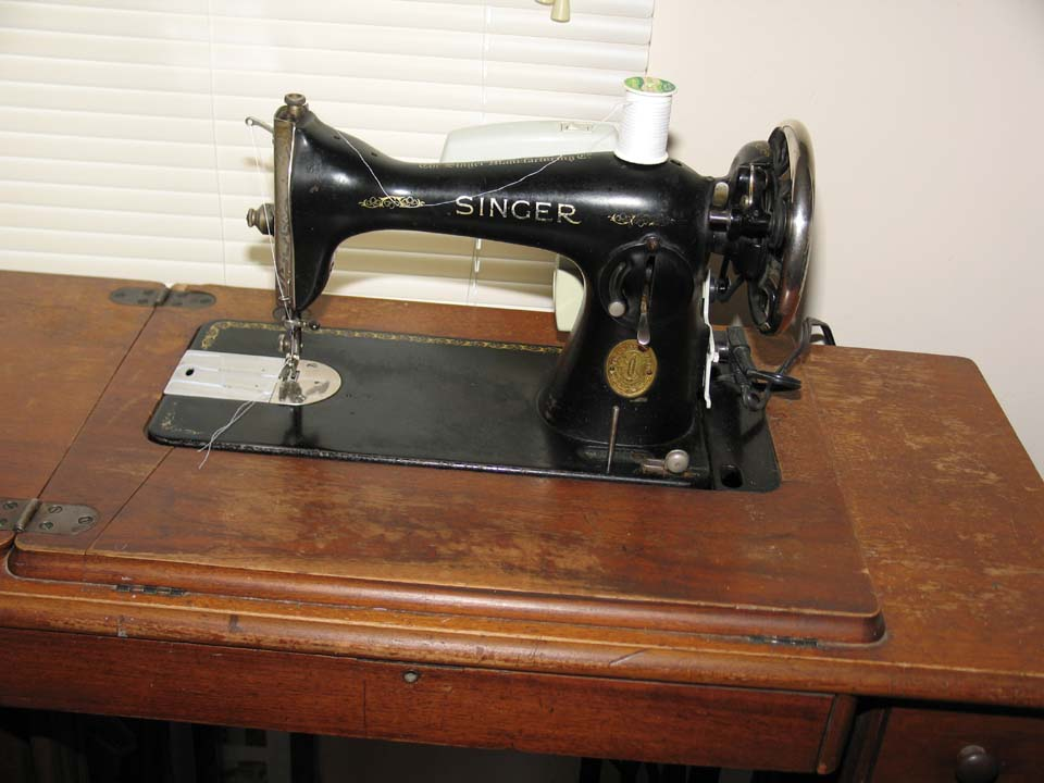 Do You Have A Vintage Singer Beauteous 1935 Singer Sewing Machine