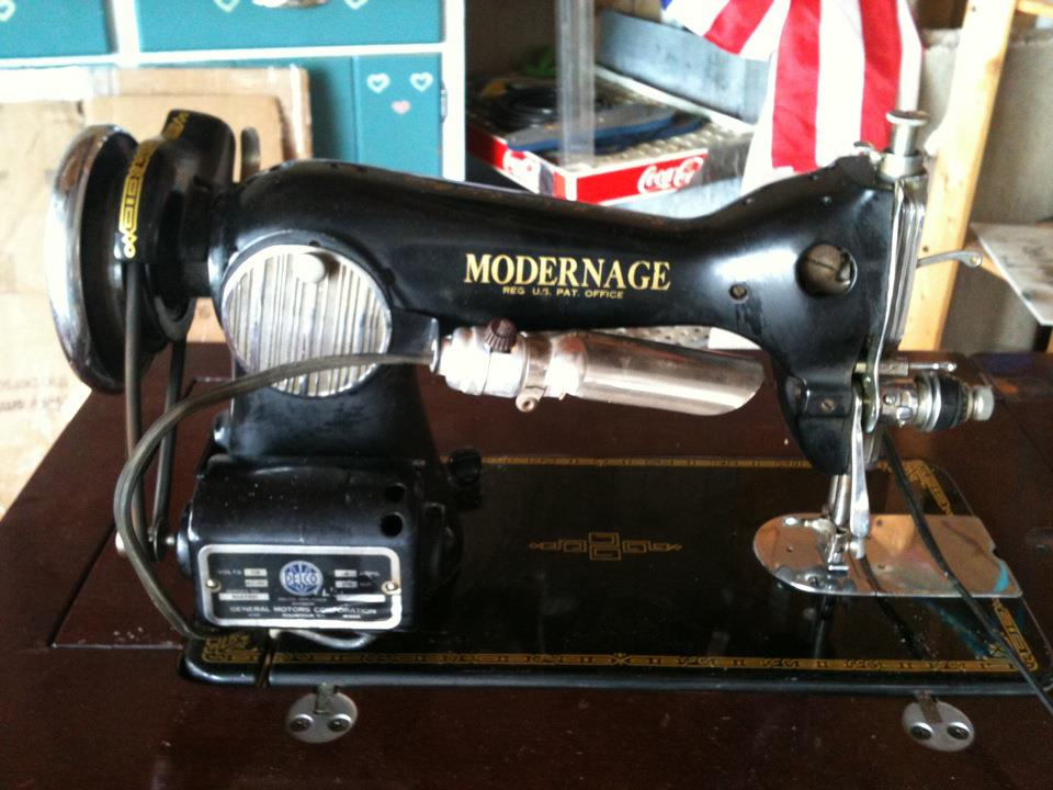 1950-60 Riccar Deluxe Precision Sewing Machine | Antique Machines
