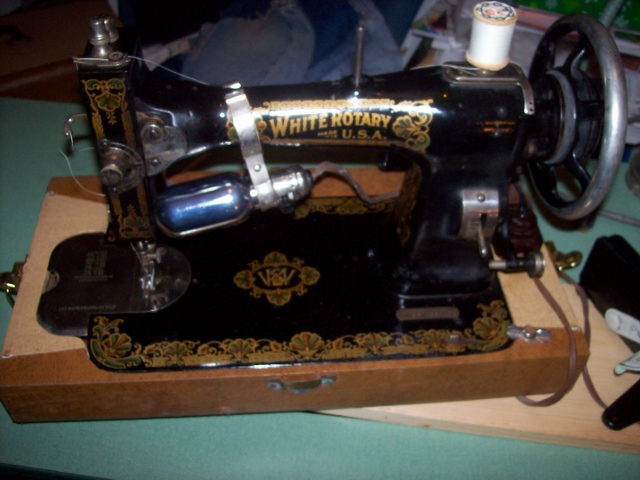 Name:  white rotary sewing machine (640x480).jpg