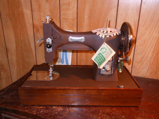 Name:  three quarter size sewing machines 4-7-12 028.JPG