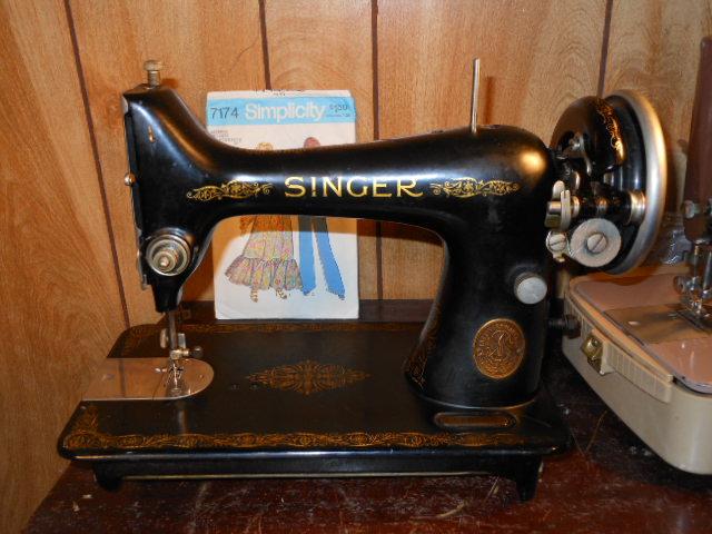 Name:  three quarter size sewing machines 4-7-12 013.JPG Views: 3661 Size:  127.7 KB