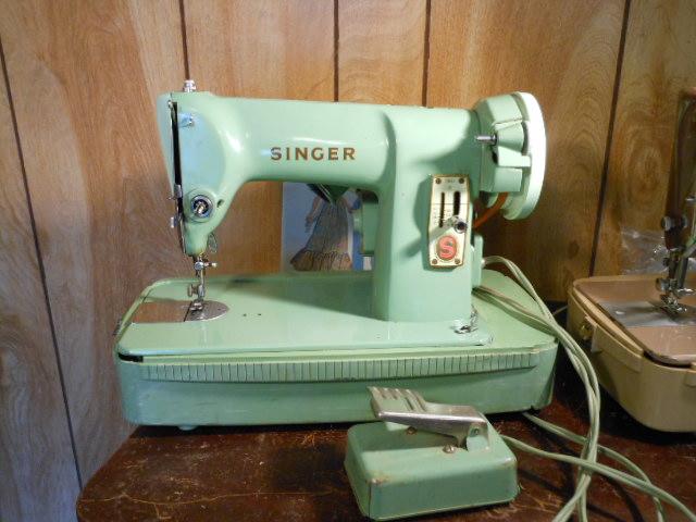 Name:  three quarter size sewing machines 4-7-12 012.JPG Views: 3477 Size:  129.6 KB