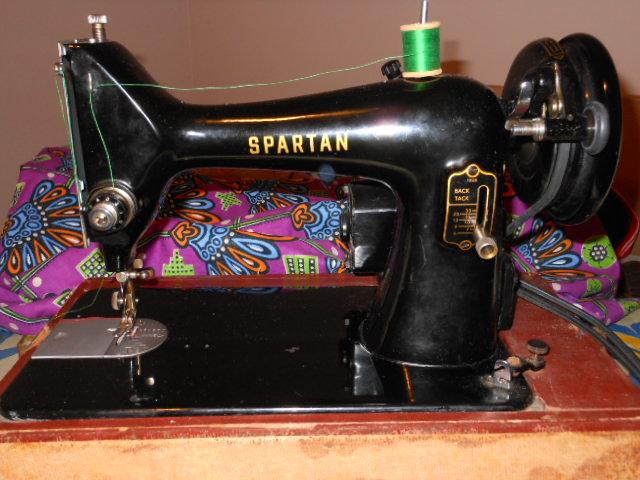 Name:  three quarter size sewing machines 4-7-12 137.JPG Views: 3444 Size:  131.7 KB