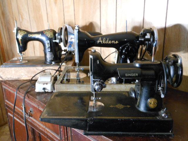 Name:  three quarter size sewing machines 4-7-12 116.JPG Views: 3507 Size:  132.6 KB