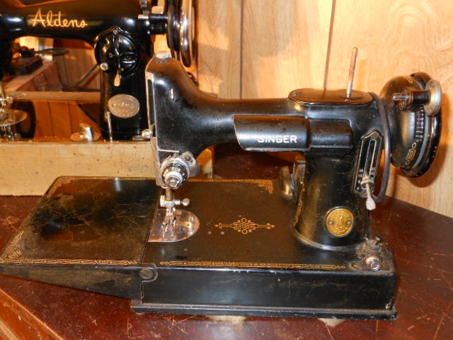 Name:  three quarter size sewing machines 4-7-12 114.JPG