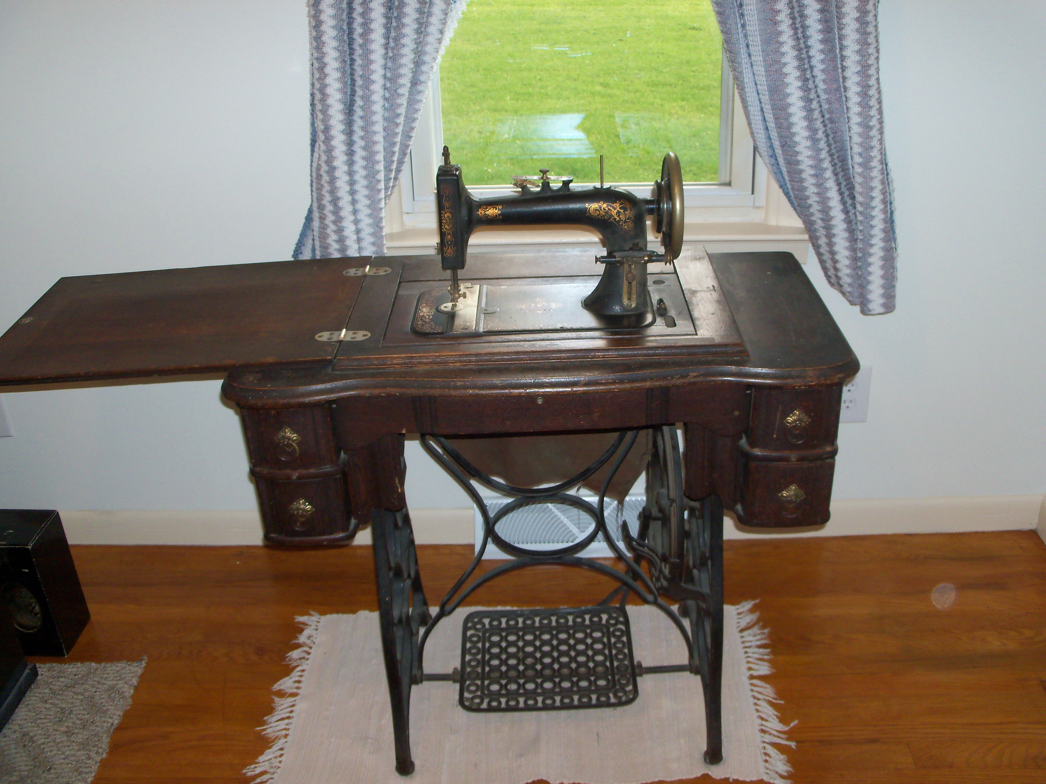 Name:  Ruby Treadle sewing machine Patent date Dec. 17 1895 needs belt 0.00.JPG Views: 2982 Size:  1.86 MB