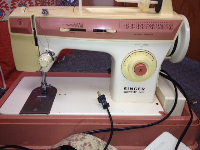 Name:  Gmas Sewing Machine.JPG