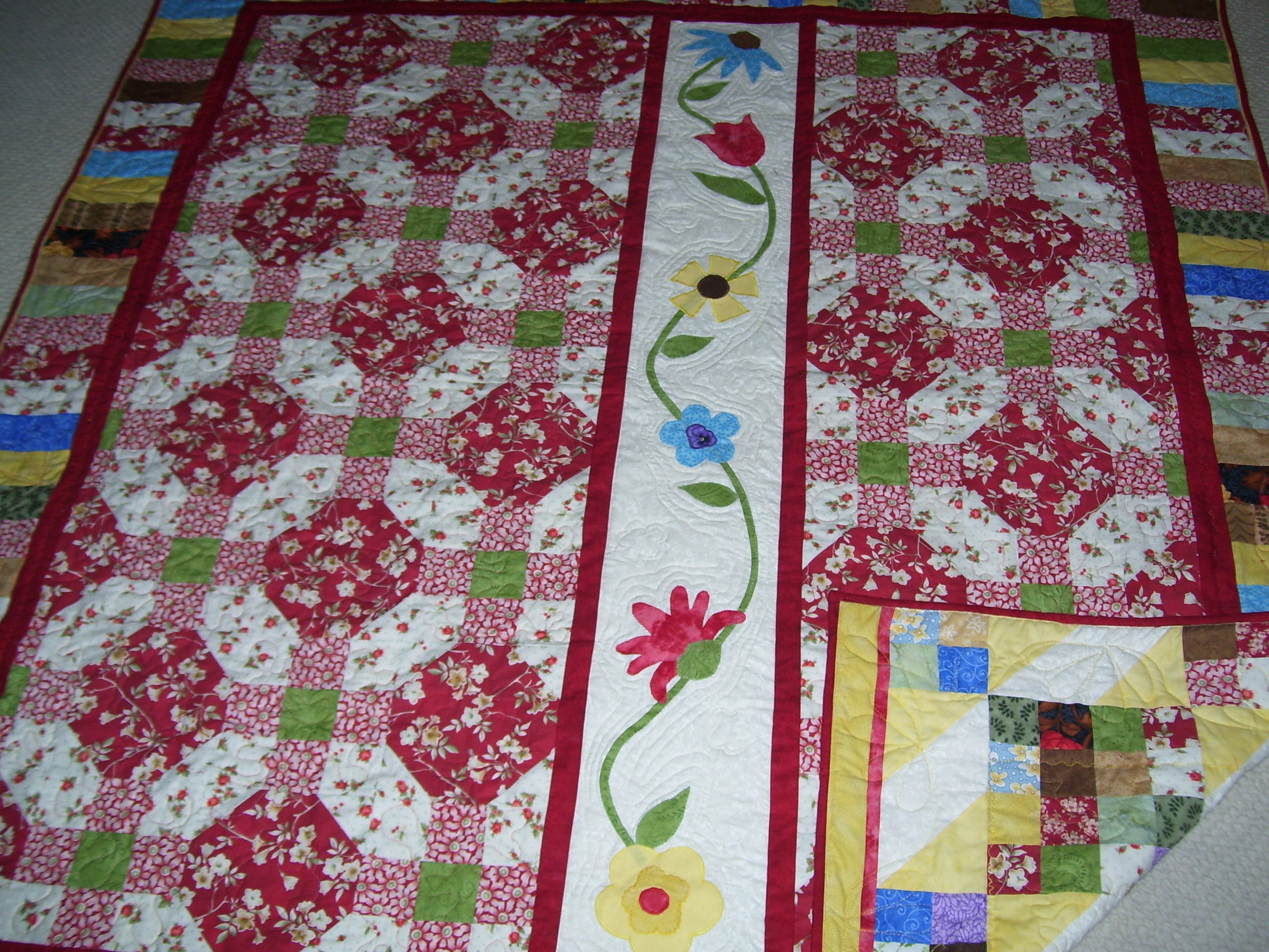 Name:  red quilt flowers.jpg