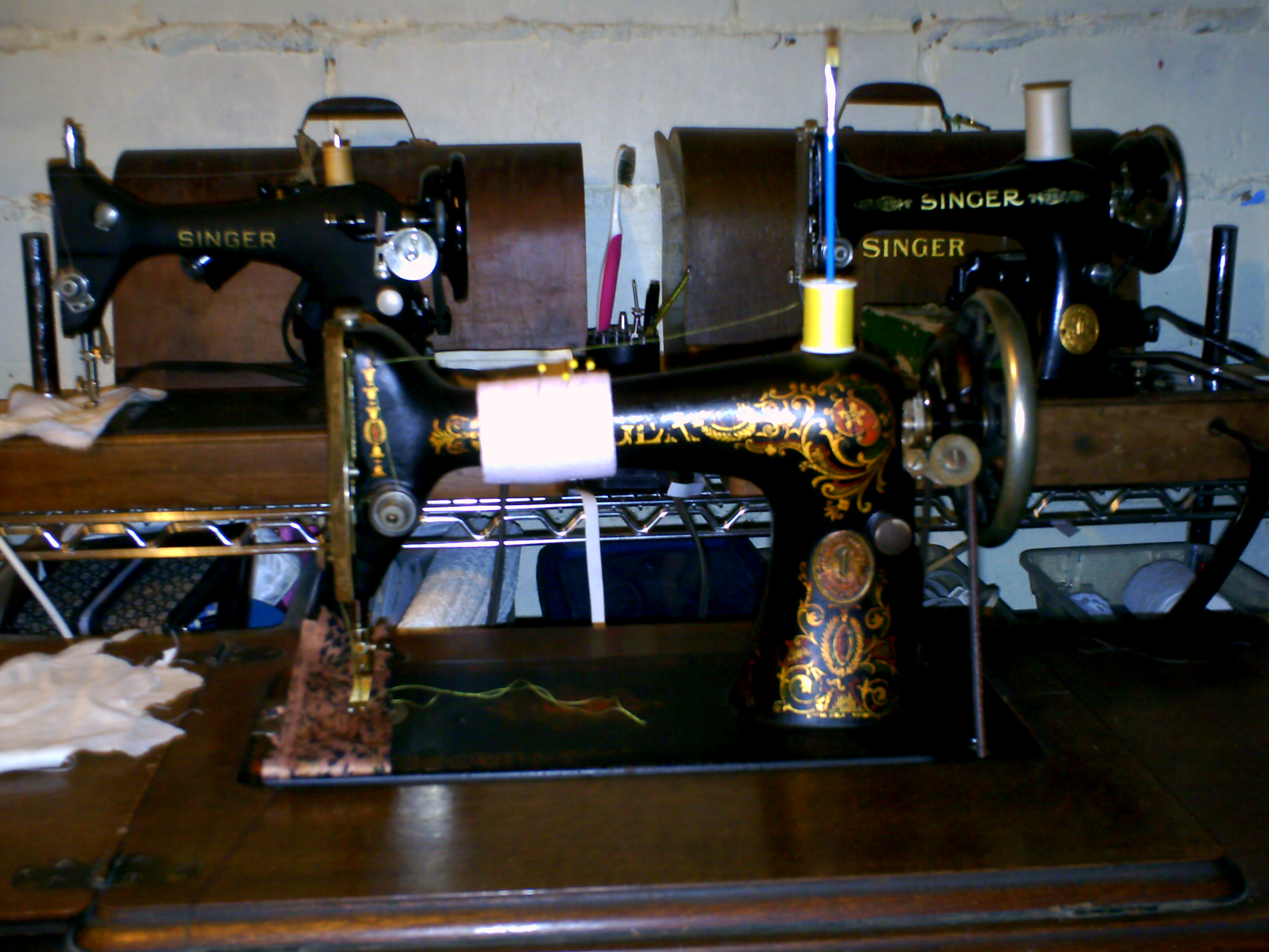 Name:  sewing machines 010.JPG