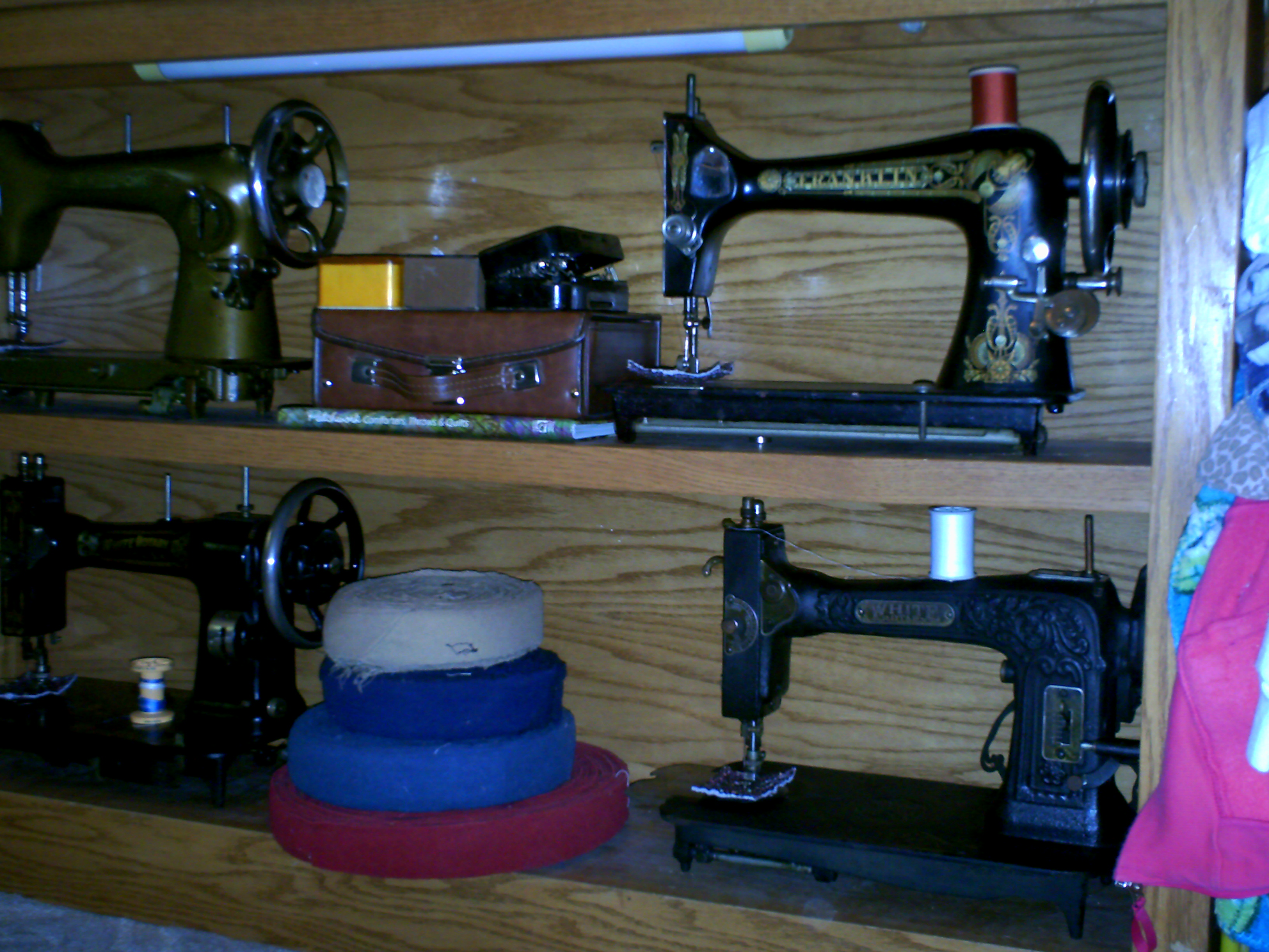 Name:  sewing machines 006.JPG