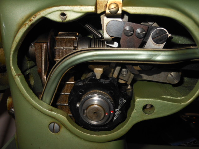 Name:  phoenix sewing machine 014.JPG Views: 480 Size:  130.9 KB