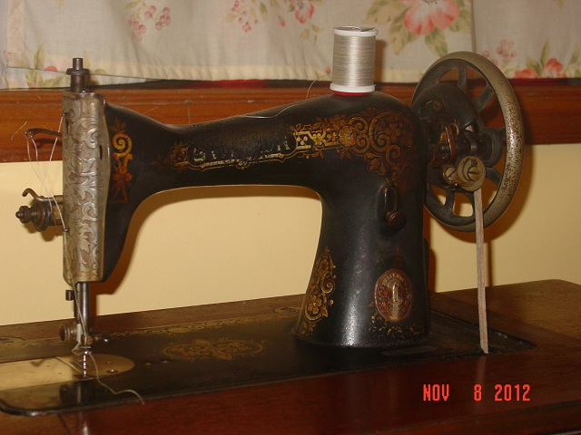 Name:  treadle machine 005.JPG