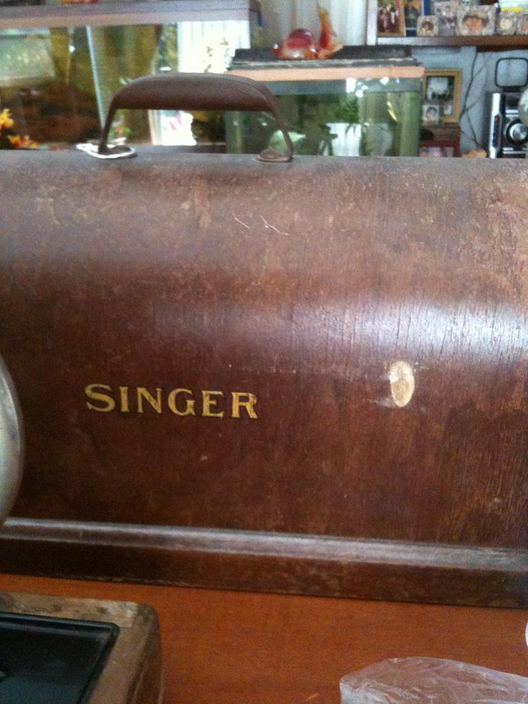Name:  singer128_003.jpg Views: 453 Size:  419.1 KB
