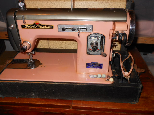 Vintage Japanese 'Badged' Zig Zag and Straight Sew Sewing