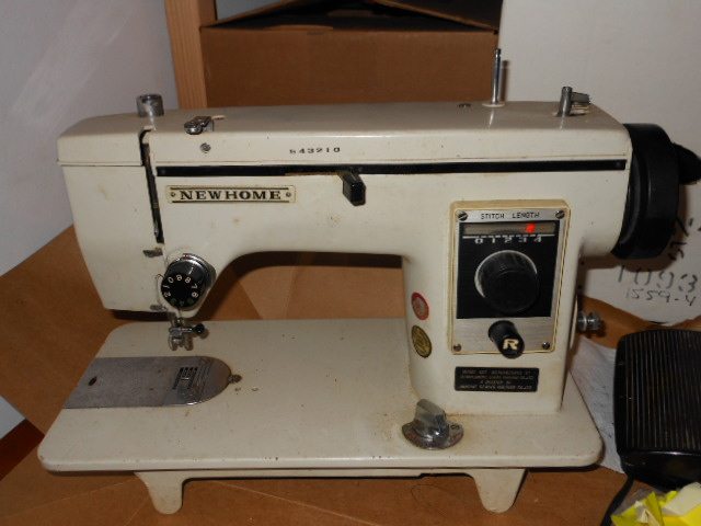 Vintage Japanese 'Badged' Zig Zag And Straight Sew Sewing Machines Adorable Vogue Stitch Sewing Machine Manual
