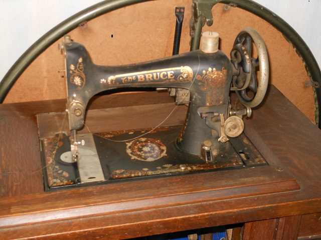 Name:  Bruce Treadle Machine 1 001.JPG Views: 965 Size:  172.5 KB