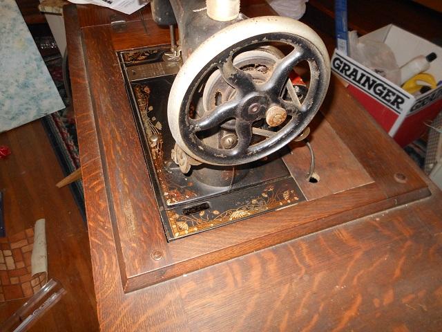 Name:  Bruce Treadle Machine 1 011.JPG Views: 750 Size:  206.7 KB