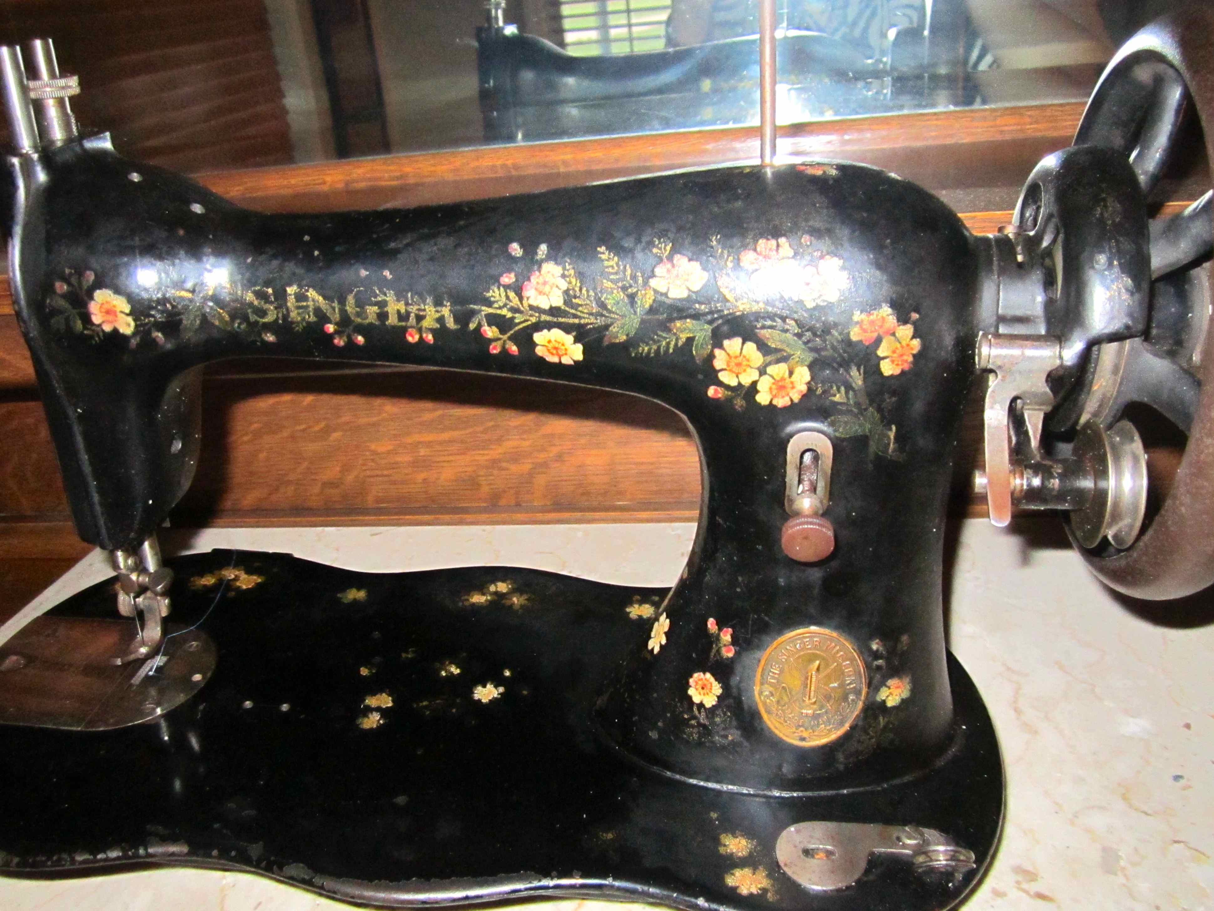 Name:  Flowered Model 27 Singer 1886.jpg