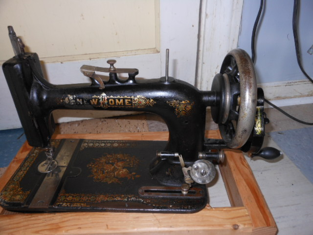 How To Sew With A HAND CRANK Sewing Machine Simple Singer Hand Crank Sewing Machine