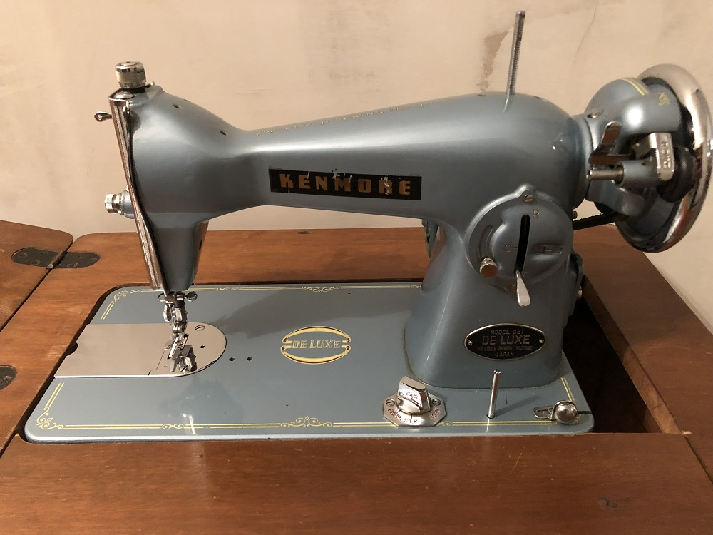 Name:  Kenmore Deluxe Sewing Machine - Small Size.jpg